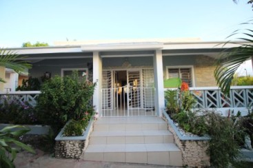 Spacious 3 bedroom house in small community close to downtown Sosua
