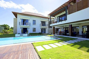 Luxury Bali Villa in Cabrera