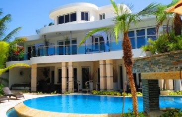 Superb luxury modern villa with excellent rental potential