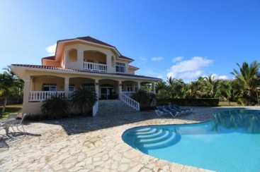 Exclusive home with magnificent ocean views in gated development