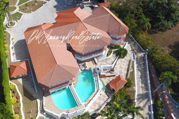 Exclusive mansion with great views in gated community
