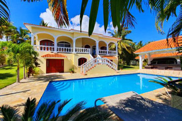 Villa located in a gated community close to the beach