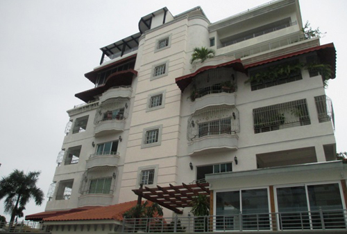#7 Spacious 3 bedroom duplex condo in Santo Domingo Bella Vista Norte