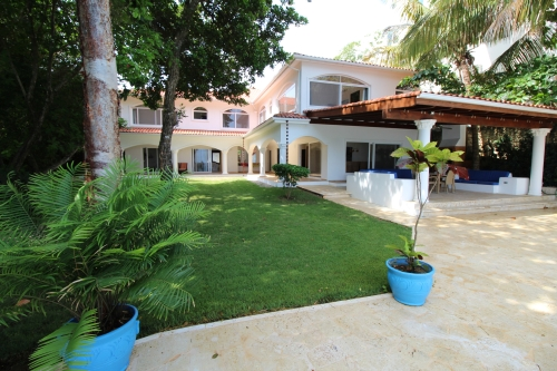 #14 Beachfront Villa with 5 bedrooms in Sosua