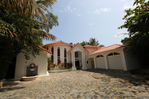 #1 Beachfront Villa with 5 bedrooms in Sosua