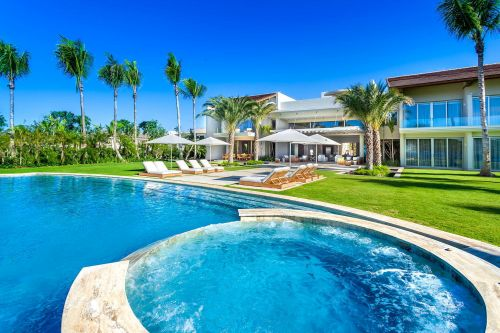 #16 Magnificent modern beachfront villa in prestigious location