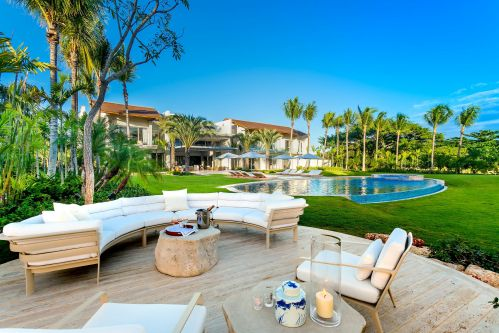 #17 Magnificent modern beachfront villa in prestigious location