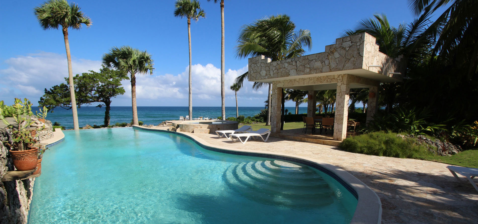 #0 Gorgeous oceanfront villa in exclusive gated community