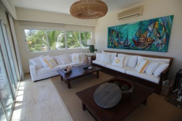 Luxurious 6 bedroom beachfront penthouse in great location