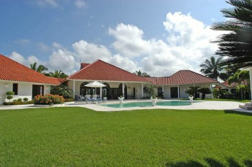 Beautiful villa in a popular residential community