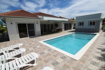 Beautiful villa with 3 bedrooms in gated beachfront community