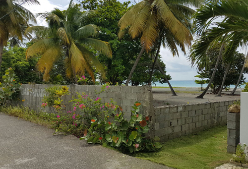 #7 Beachfront land in a quiet area of high quality properties - Bani