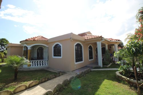 #1 Villa with total privacy and large Backyard in Sabaneta