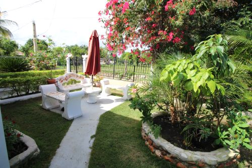 #3 Villa with total privacy and large Backyard in Sabaneta