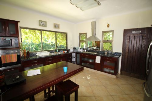 #7 Individual family home with pool close to beach
