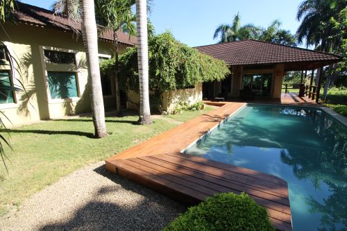 #3 Individual family home with pool close to beach