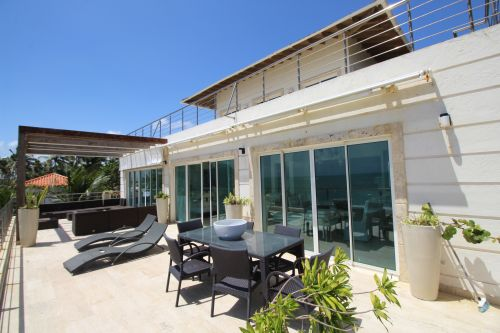 #4 Luxurious 6 bedroom beachfront penthouse in great location
