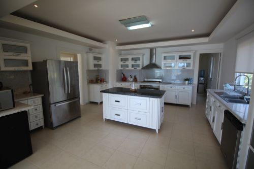 #2 Luxurious 6 bedroom beachfront penthouse in great location