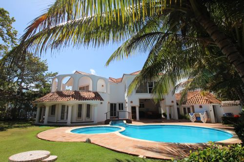 #0 Magnificent beachfront villa with good rental income