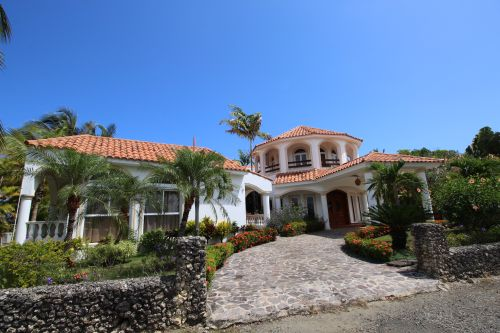 #2 Magnificent beachfront villa with good rental income
