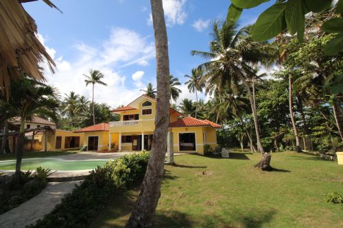 #8 Beautifully designed beachfront villa with spacious accommodation