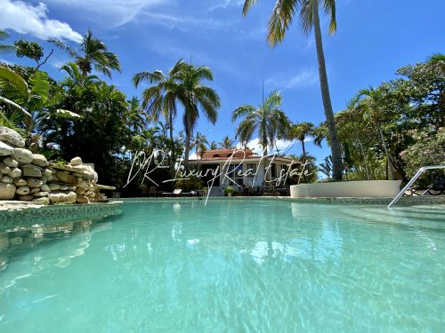 #2 A great income producing waterfront villa with great rental history!