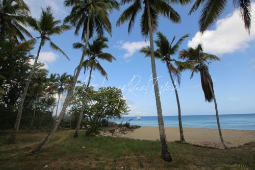 #10 Magnificent beachfront land perfect for residential development
