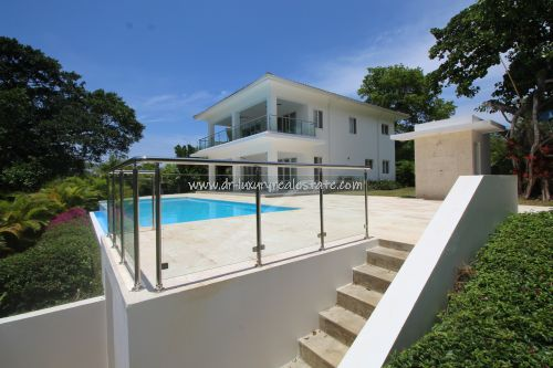 #2 Huge Modern Familiy Villa with Pool in gated development