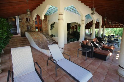 #7 Luxury mansion with magnificent tropical garden in select community