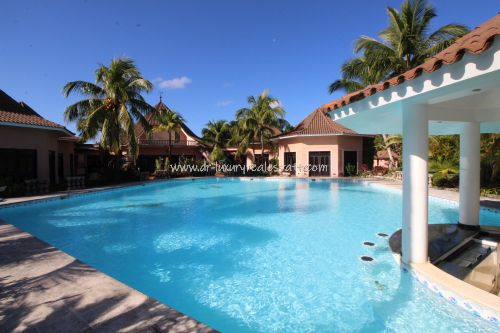 #16  Beautiful villa in select community close to the beach