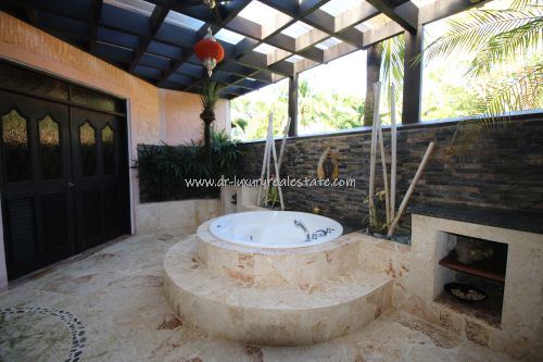 #6  Beautiful villa in select community close to the beach