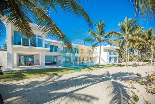 #3 Modern Luxury Beachfront Villa for Rent